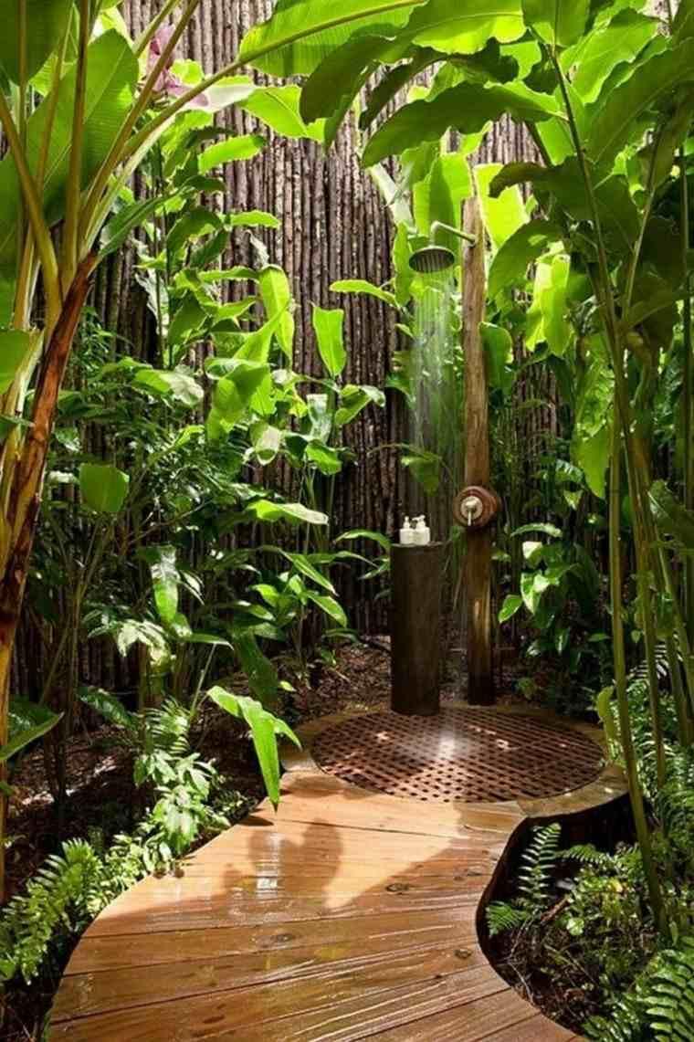 camino plataforma madera jardin duchas