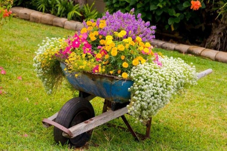 carro viejo muchas flores colores