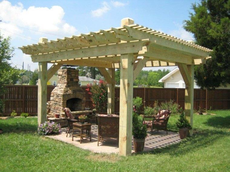 chimenea pergola madera clara jardin