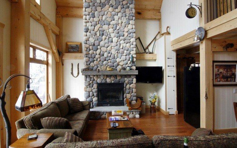 chimenea piedras redondas madera pino