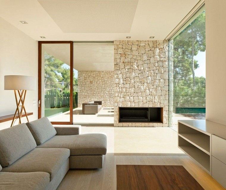 chimenea salon pared piedras sofa