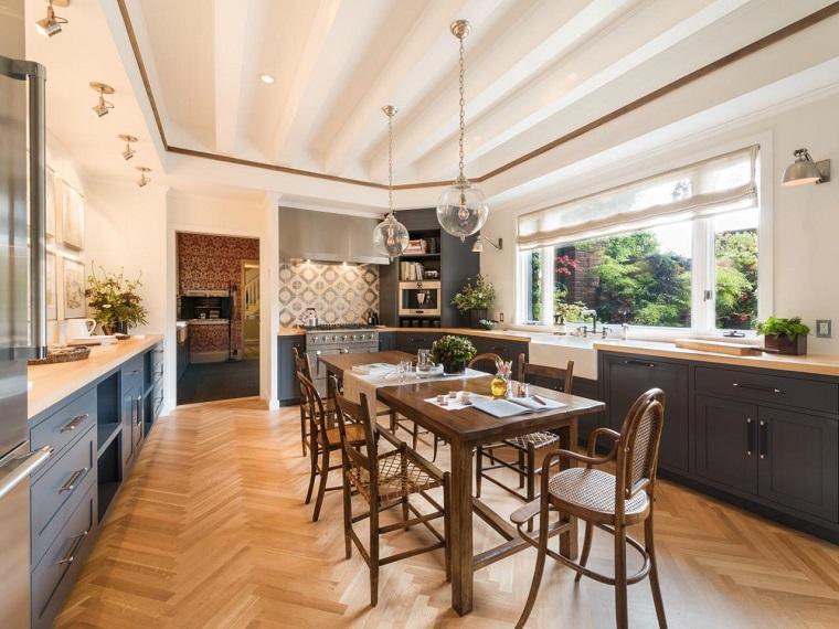 cocina amplia comedor mesa sillas vintage ideas