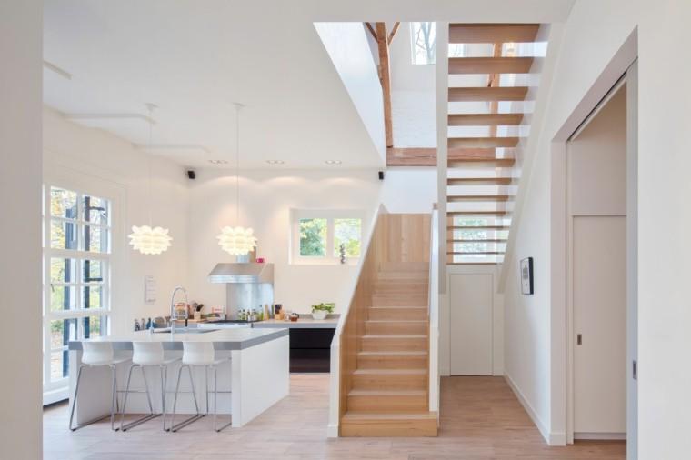 cocina blanca moderna escaleras madera