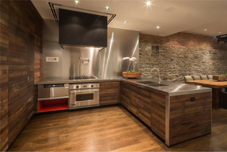 Piedra y madera para los revestimientos de paredes for Revestimientos para cocinas modernas argentina