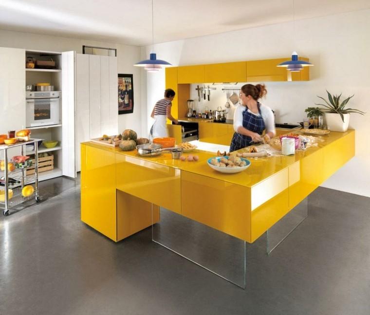 cocina moderna funcional amarilla pareja