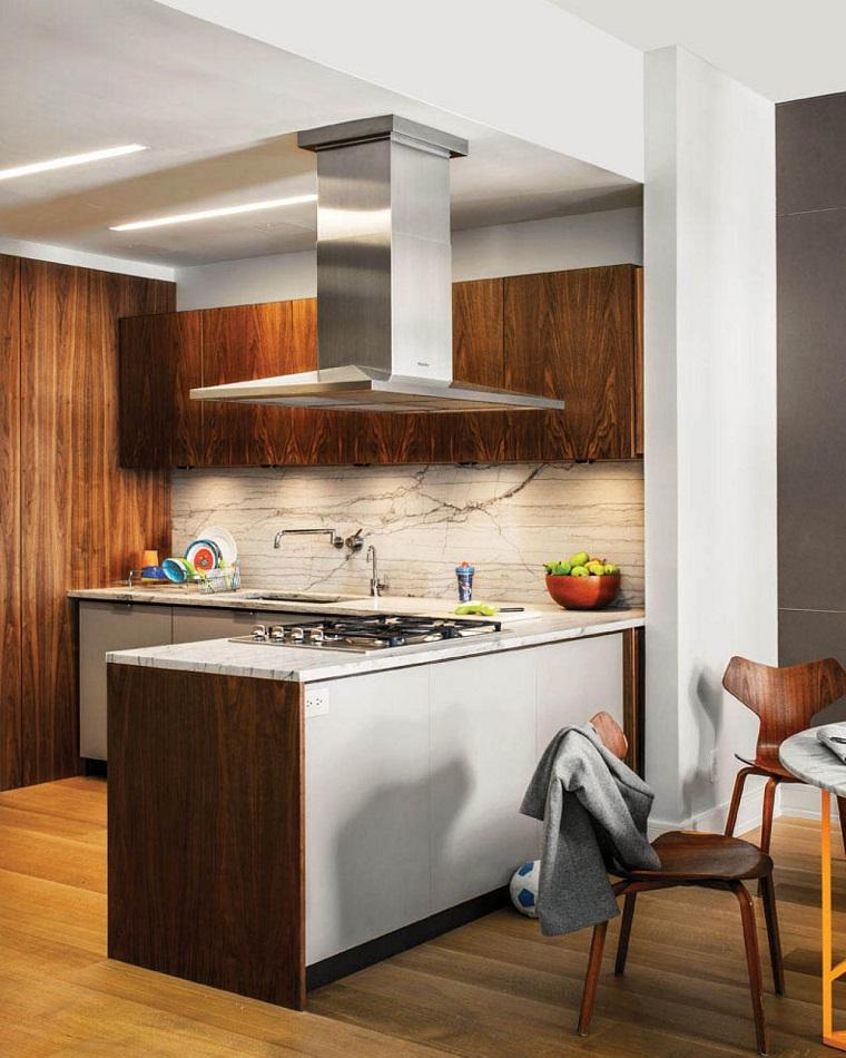 Muebles vintage en la cocina ideas a lo cl sico muy - Sillas madera cocina ...