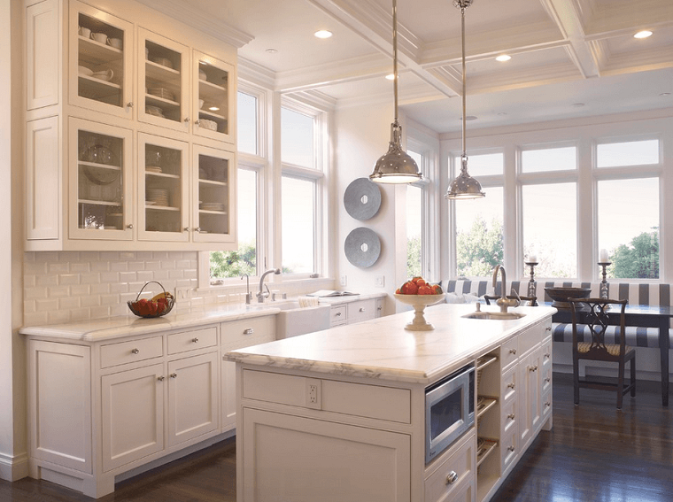 cocinas blancas isla armarios pared puertas cristal modernas