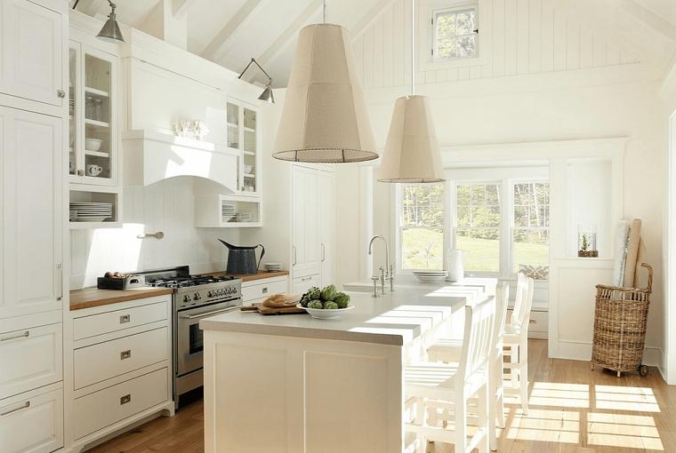 cocinas blancas isla muebles madera lamparas beige moderna