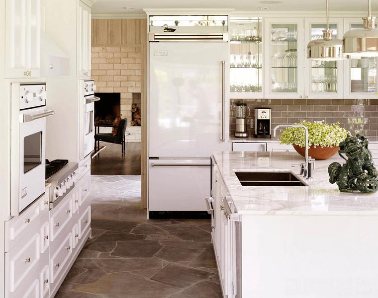 cocinas blancas muebles madera isla encimera marmol moderno