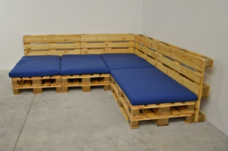 cojines azul madera sofa palet cmo hacer sof con palets