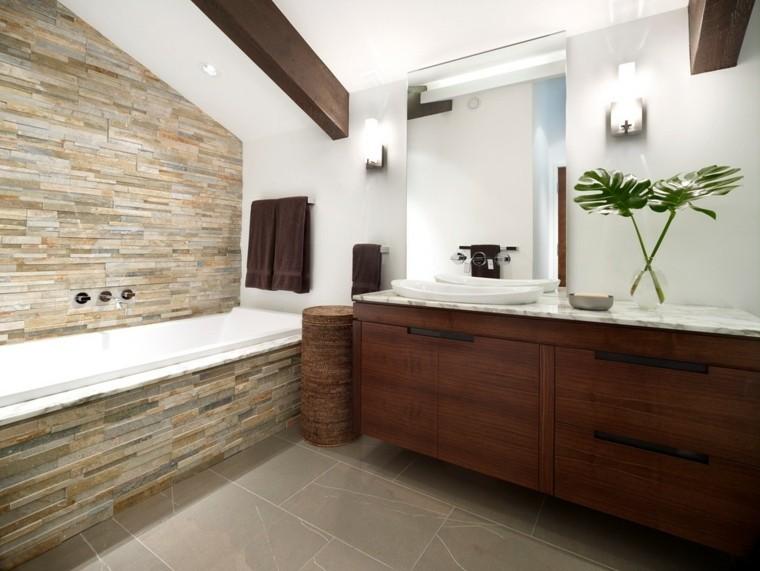 Piedra y madera para los revestimientos de paredes for Disenos de banos con piedras