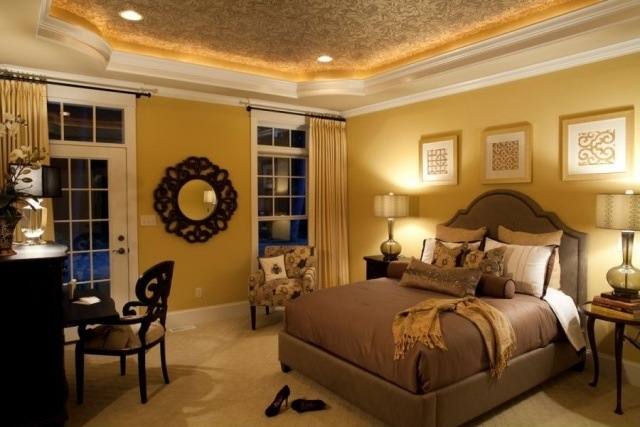 cuarto estilo clasico pared amarilla