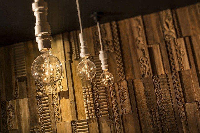 cubierta elegante madera trabajada bombillas