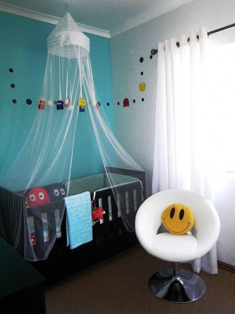 paredes en azul y cuna con dosel para tu bebe