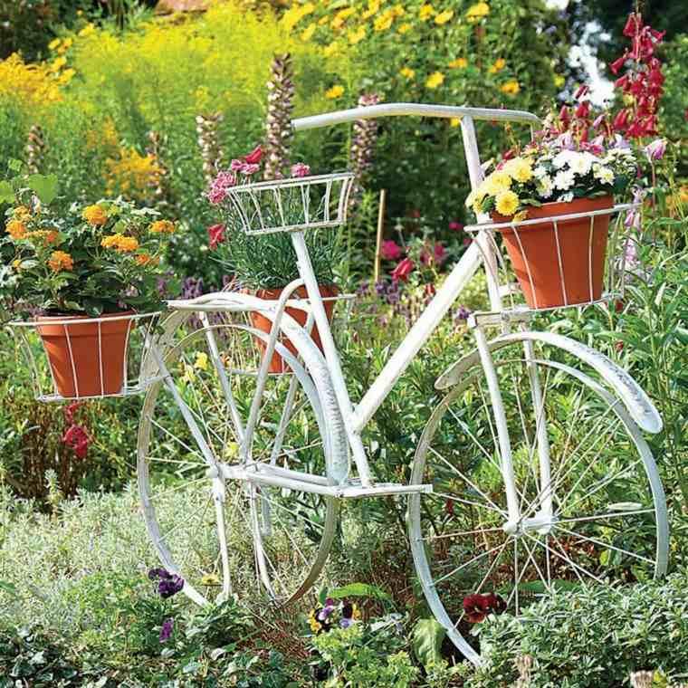 decoración de jardines bicicleta macetas blanca preciosa moderna