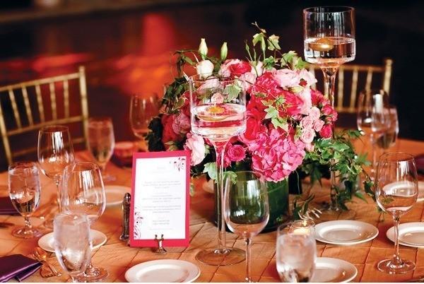 decoracion romantica mesas flores colores
