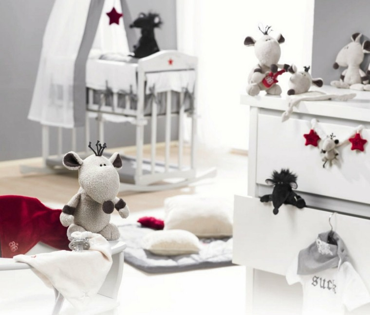 decorar con peluches dormitorio bebe