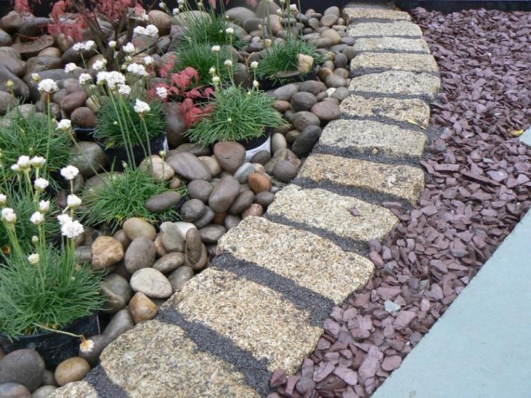 Las arenas y gravillas m s adecuadas para decorar jardines for Jardines con madera y piedra