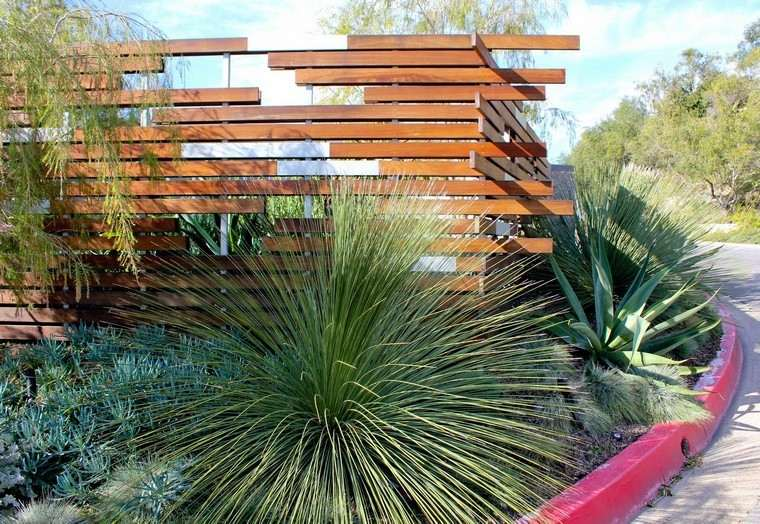 diseño de jardines modernos escultura madera xeriscape