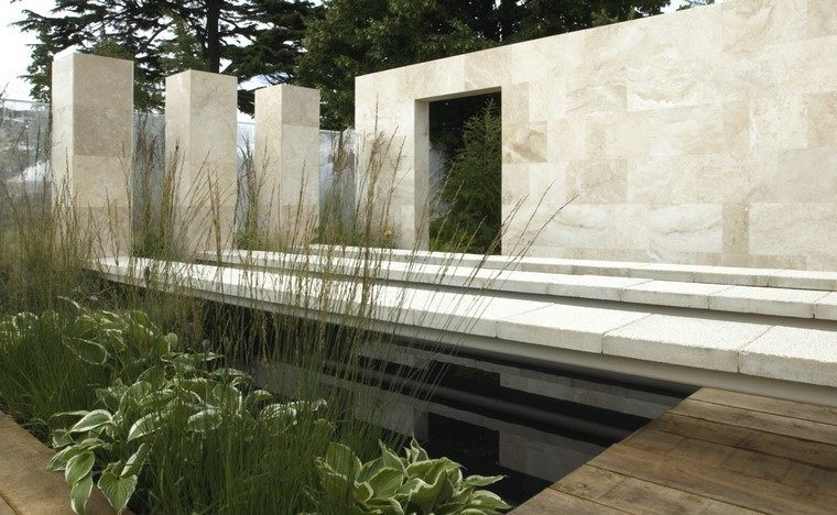 diseño de jardines modernos estanque pared madera
