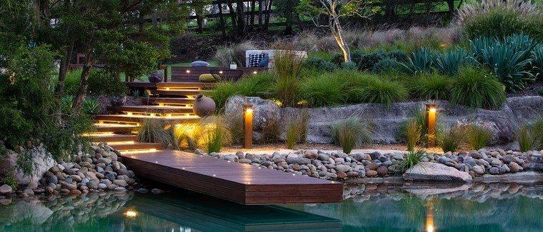 diseño de jardines modernos luces rocas estanque