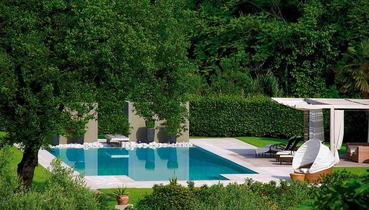 diseño de jardines modernos piscina muebles jardineras