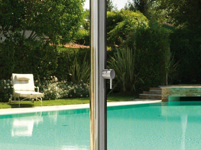 diseño duchas modernas acero jardin