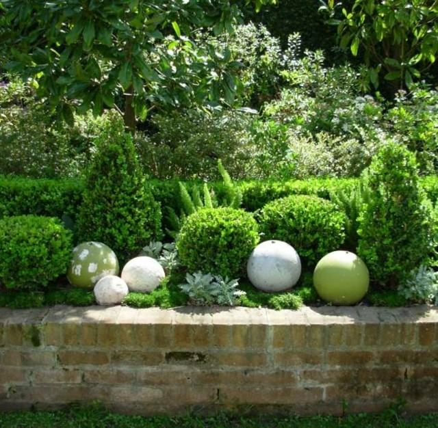 diseño jardin bolas decorativas