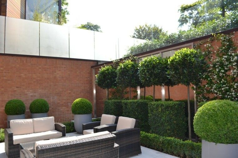 diseño jardin pequeño muebles mimbre