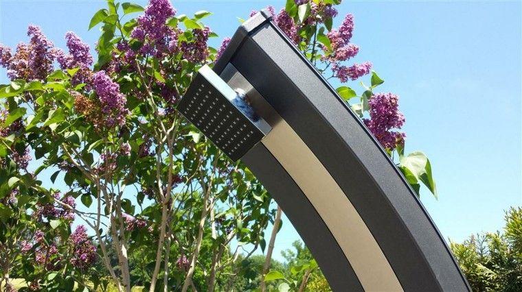 diseño moderno duchas jardin flores