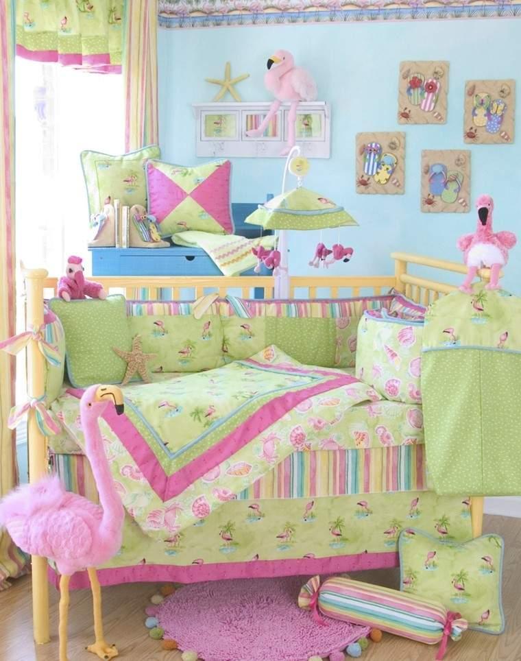 dormitorio bebe muchos colores
