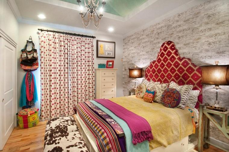dormitorio chica muchos colores cojines ropa cama ideas