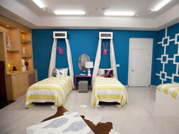 dormitorio tres adolescentes amplio camas dosel ideas