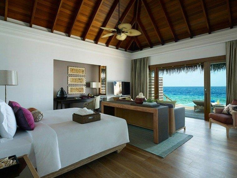 dormitorio vistas mar techos madera