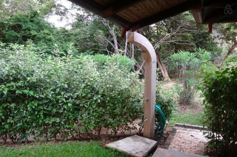 ducha cemento cubierta tejado jardin