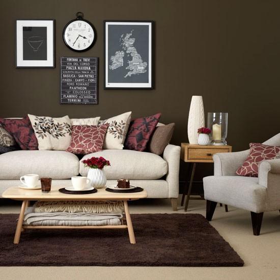 entretenimiento salon clasico estilo sofa comodo pared marron