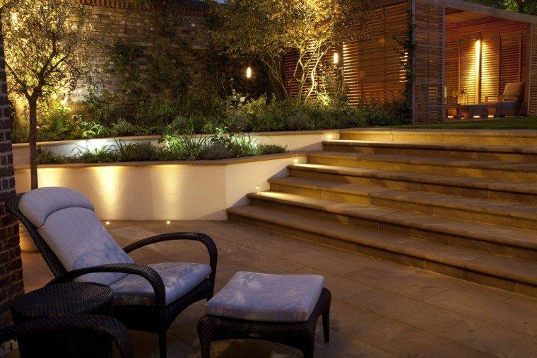 escalera sillon listones madera patio