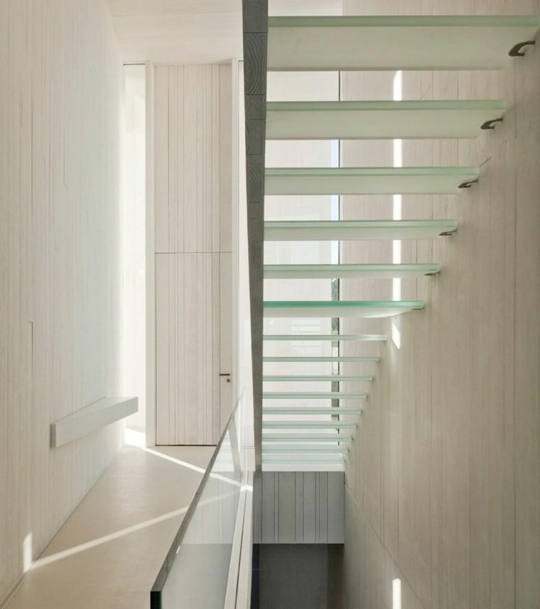 escalones cristal llevan segundo piso casa Sardinera ideas