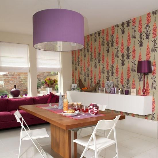 estilo retro salon color purpura lampara papel pared ideas