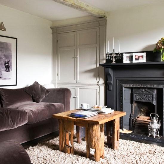 estilo rustico mesa madera chimenea negra salon moderno