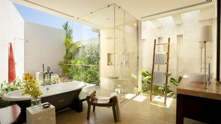 estupendo baño jardin escaleras