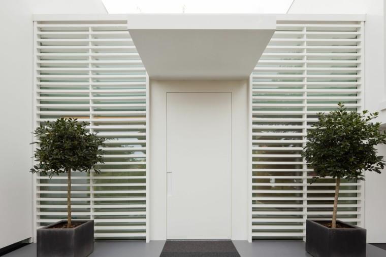 exterior entrada minimalista plantas blanco