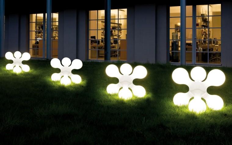 figuras luminarias exterior casa cesped