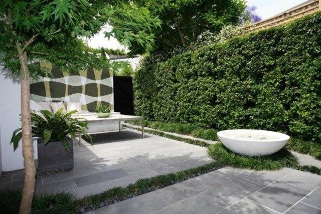 fuente piedra forma bañera jardin
