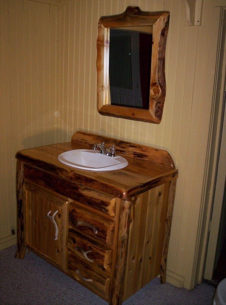 gavetero espejo alfombra baño rustico
