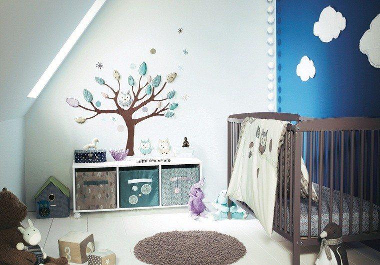 habitacion bebe azul arbol madera