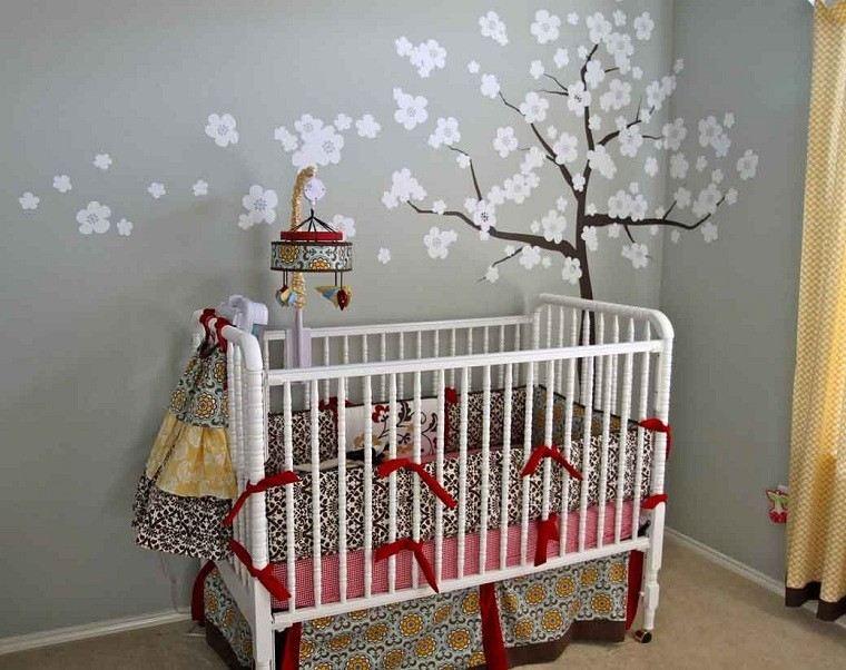 habitacion bebe flores blancas arbol