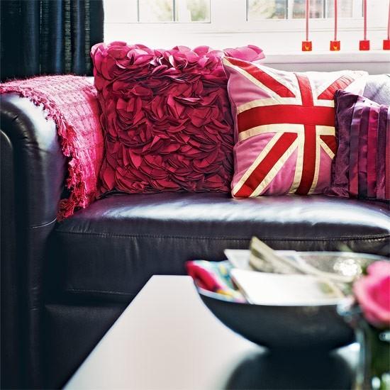 ideas cojines preciosos salon color purpura moderno