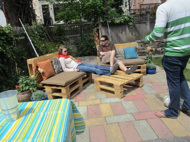 Ideas con palets 75 creaciones para personalizar tu espacio for Ideas con palets para jardin
