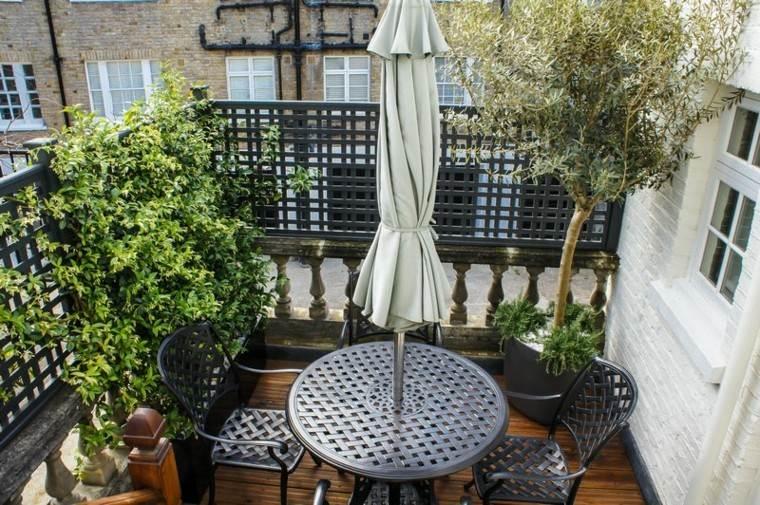 ideas para terrazas mesa sombrilla metal